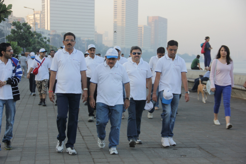EmployeesparticipateintheWalkathon